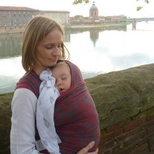 Apprendre à porter son bébé en écharpe à Toulouse